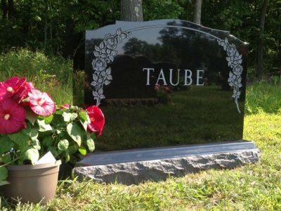 memorial-taube